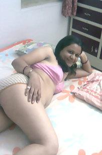 Hot Indian Punjabi Kudi Showing Boobs