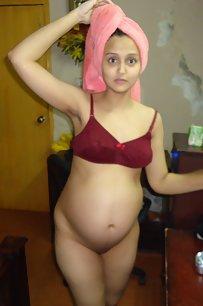 Sexy Sonia Bhabhi Capture Naked By Sunny