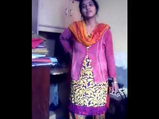 Indian MILF Simi Doodhwali Bhabhi