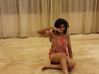 Neetu Desi Babe Dancing On Kamli Song