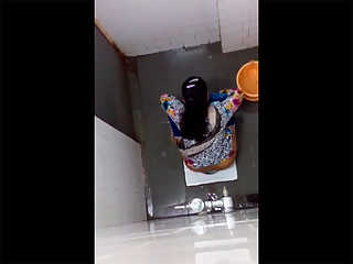 Sexy Indian Aunty Peeing Naked Caught
